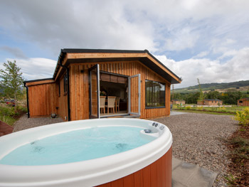 luxury rental lodges with hot tubs